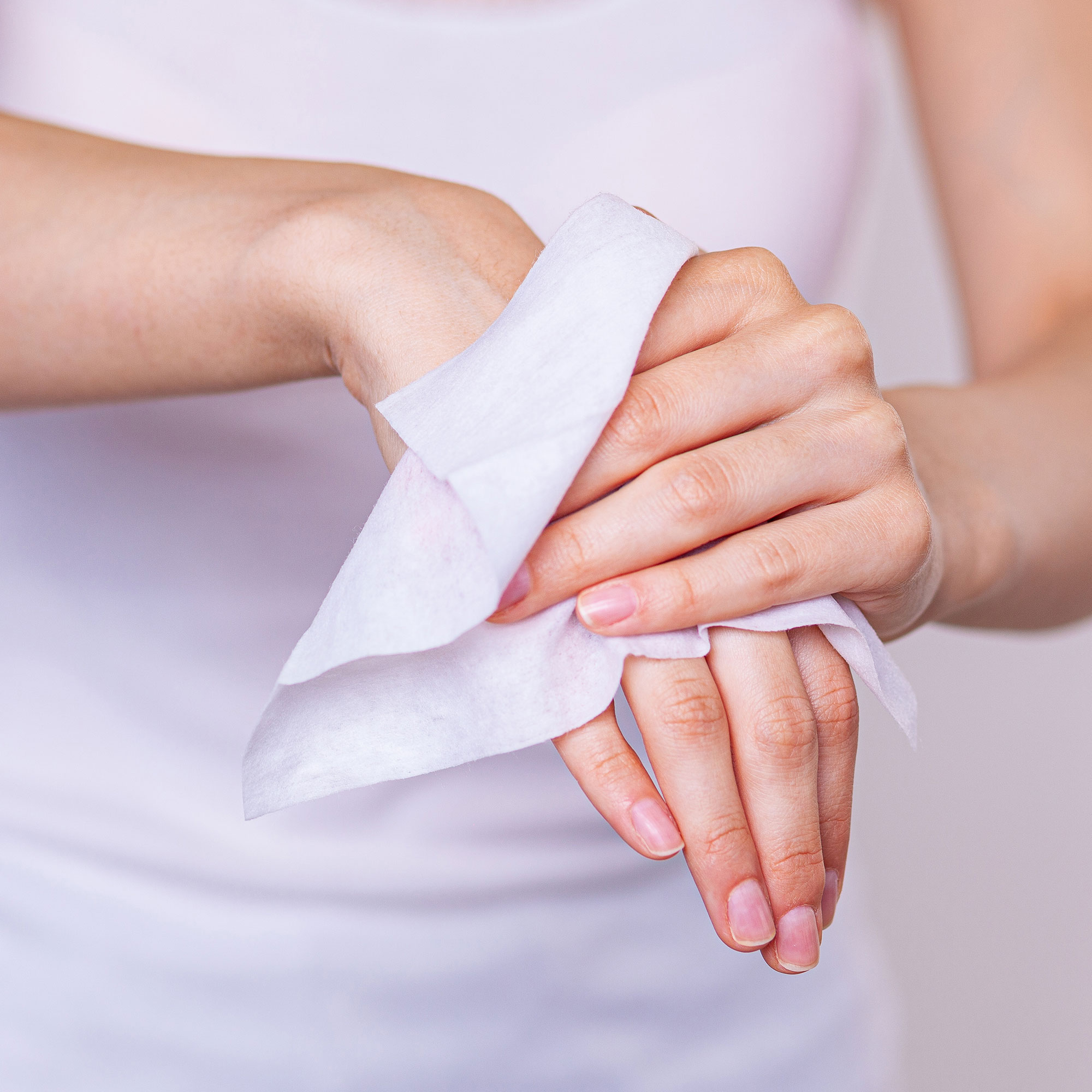 dymacare-antibacterial-hand-wipes